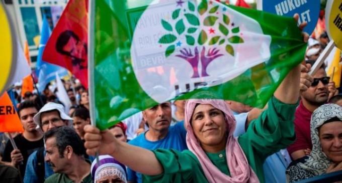 Ahmet Takan'dan HDP sorusu: Kapatılmamasına karşı AB'den kredi sözü mü alındı?