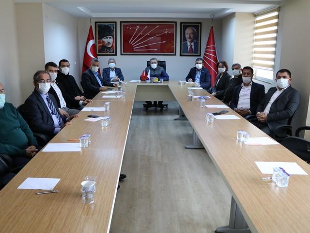 Cumhuriyet Halk Partisi İl Başkanı Mehmet Çelebi, Adana milletvekilleri, il yöneticileri ve parti avukatları ile beraber  yaptıkları toplantıda