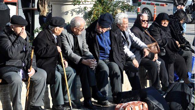 65 Yaş Üstü İçin Sokağa Çıkma Saatleri Değişti