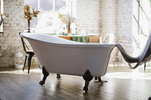 baignoire ilot classique ou moderne