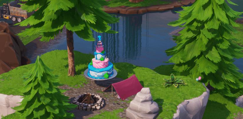 baila delante de pasteles de cumpleaños distintos