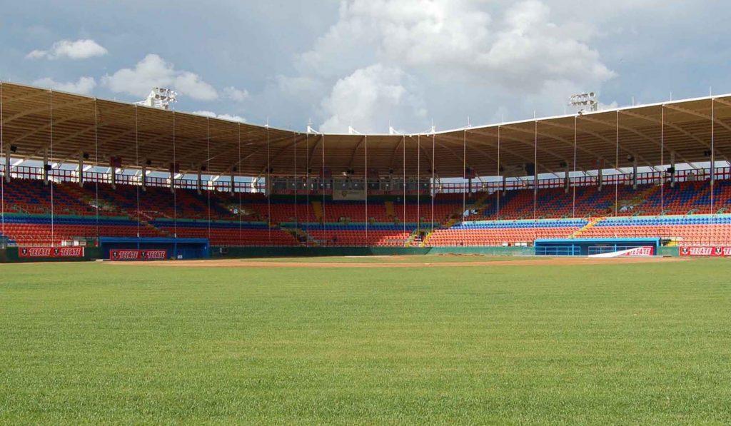 Busca Chiro Peters trabajar en conjunto con municipio para mejorar Estadio Cuauhtémoc
