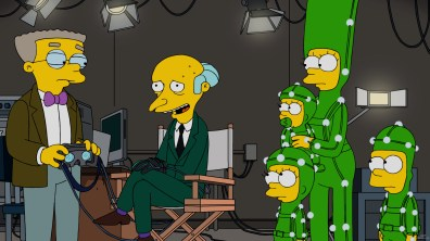 """THE SIMPSONS: Mr Burns hires the Simpson family to be his virtual reality family on the all-new """"Friends And Family"""" episode of THE SIMPSONS airing Sunday, Oct. 2. (8:00-8:30 PM ET/PT). THE SIMPSONS ™ and © 2016 TCFFC ALL RIGHTS RESERVED. Cr: FOX"""