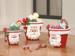 macetas decoradas con foami a mano con inspiracion en la cara de santa , rellenas de frutas azucaradas