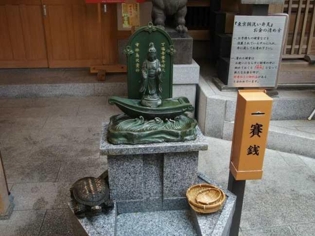 金運アップと宝くじのお守りで有名な日本橋の小網神社の東京弁財天