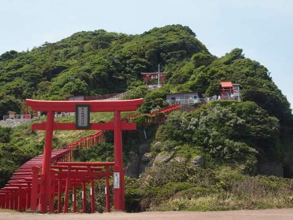 元乃隅稲成神社は急な階段を登る参拝困難な神社