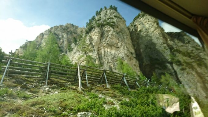 ポルドイ峠からドロミテ街道をわたってコルチナダンペッツォに向かう道のり