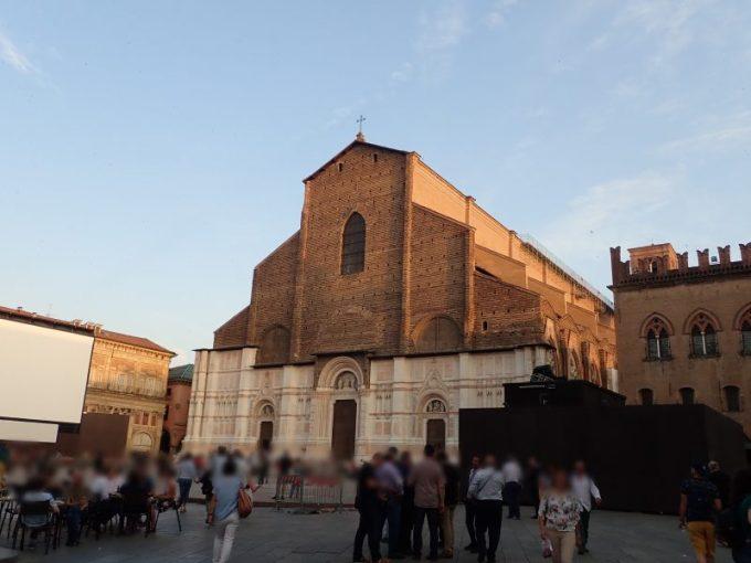 ボローニャのマッジョーレ広場にあるサン・ペトロ―ニオ大聖堂