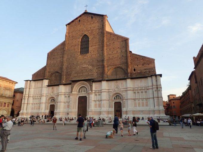 ボローニャのマッジョーレ広場にあるサン・ペトロ―ニオ聖堂