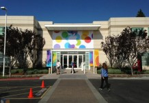 Banner vor der Town Hall für die Apple Keynote - iPhone 5S - Bilder - Apple Campus - Cupertino - Hack4Life