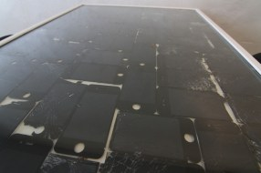 Twice Used - Kickstarter - iPhones - Tisch - Nahaufnahme - LCD Screens - Backcover