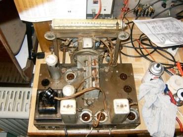 The iconic American console radio.