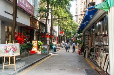 Art shops and galleries line the walkways inside the village