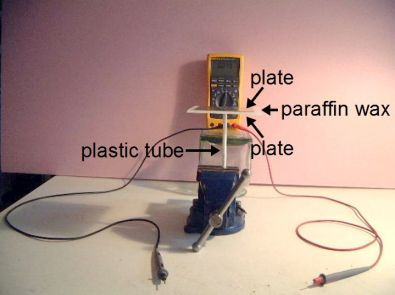 Setup for measuring capacitance with wax dielectric