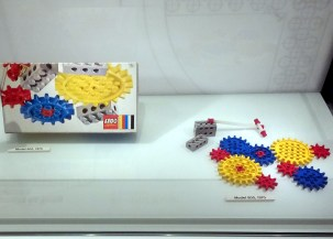 The 1970s Lego gear sets were extremely versatile, and could operate both in-line and at 90 degrees.