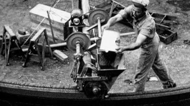 1930s wall building machine