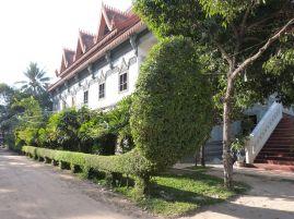 Wat Bo: Neubau mit Hecken-Naga