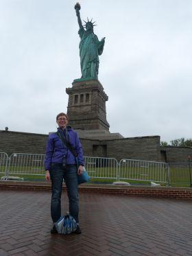 Am Fuß der Statue