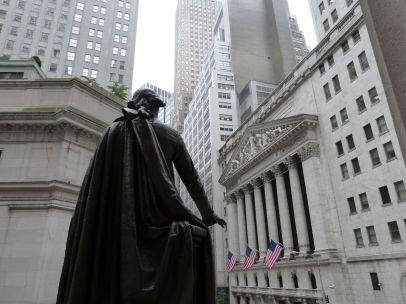 Washington blickt auf die New Yorker Börse (rechts im Bild)