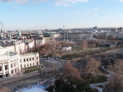 Blick auf die Exedra der Neuen Hofburg - der Theseustempel im Volksgarten davor stand bei Baubeginn der Ringstraße übrigens schon