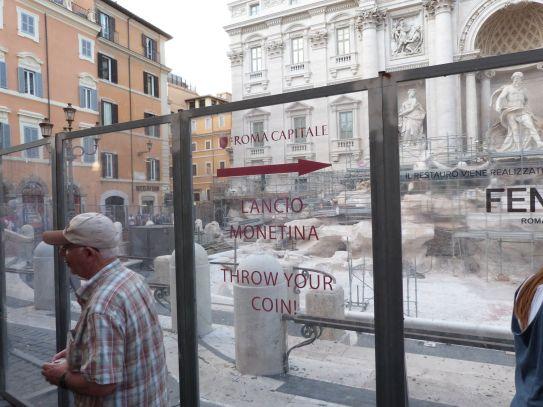 Trevi-Brunnen ausgetrocknet