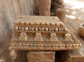 Bauornamentik aus Giallo Antico im Hof der Kasbah