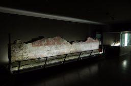 Versetzte römische Mauer im Keller des Salzburg Museums