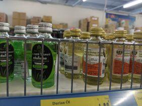 Was ich wahrlich nicht vermißt habe: Durian-Aroma (rechts)