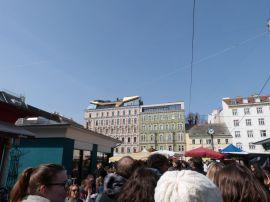 Ein besonders 'gelungener' Dachausbau am Karmelitermarkt.