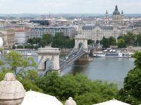 Blick von der Burg auf die Kettenbrücke