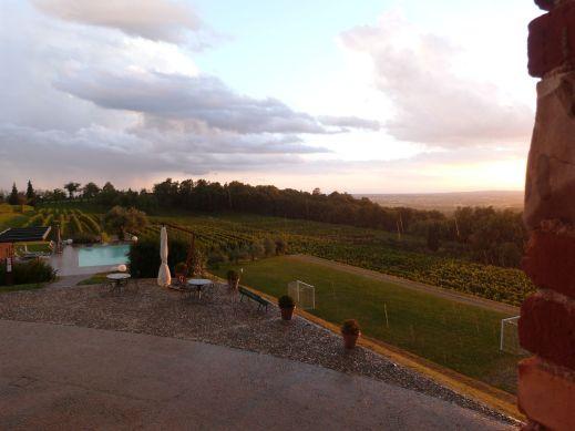 Blick aus unserem Fenster - ein kurzer Schauer bei Sonnenuntergang