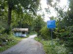 Hinter dem Ort beginnt schon Italien - das Grenzhäuschen steht leer