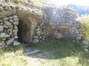 Italienischer Bunker aus der Zwischenkriegszeit auf der Polog Alm hinter der Kirche