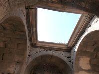 Im Innern des Praetoriums, mit sehr bescheidenen Resten der neuen umayyadischen Freskenausstattung