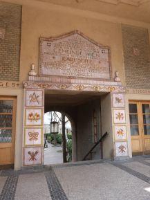 Majolika-Dekor im Reumannhof - dargestellt sind verschiedene Bauberufe