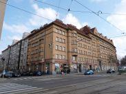 Gegenüber dem Reumannhof: der Metzleinstaler Hof, einer der ersten Gemeindebauten überhaupt - noch mit ganz verspieltem Fassadenschmuck