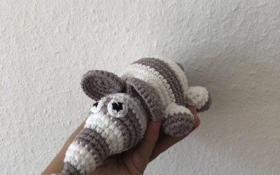 Hæklet elefant med striber