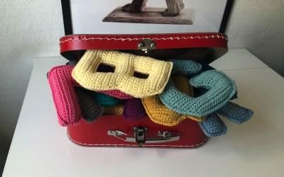 Kuffert med hæklet alfabet
