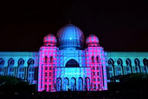 LAMPU Light Of Motion Putrajaya 2014_biru merah jambu