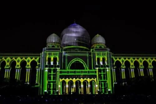 LAMPU Light Of Motion Putrajaya 2014_hijau kuning tron