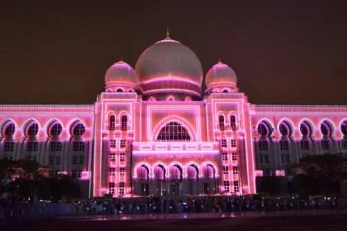 LAMPU Light Of Motion Putrajaya 2014_merah jambu