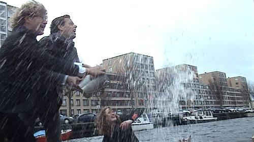 bij de doop werden vooral de fotografen nat