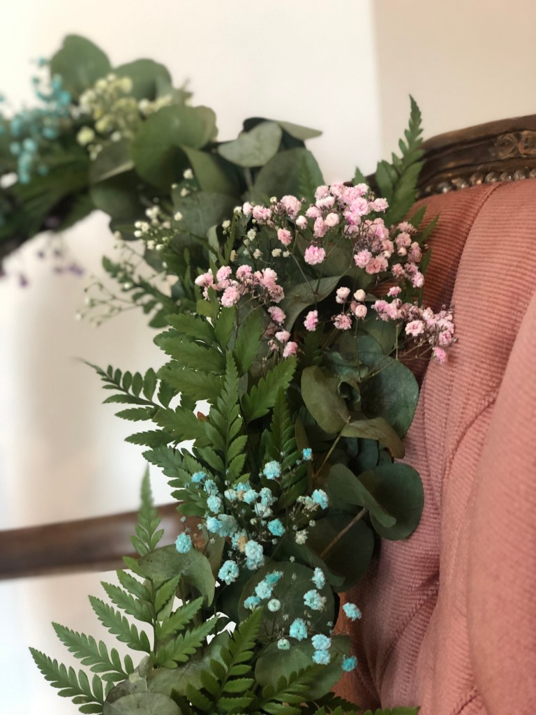 Grønn krans med farget brudelsør, cotton candy
