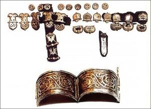 jewellery-found-buried-siberian-mummy
