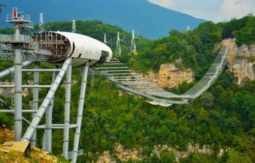 worlds-longest-pedestrian-suspension-bridge-1-640x409