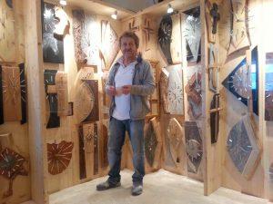 Herbert Eisner zeigt seine Kreationen