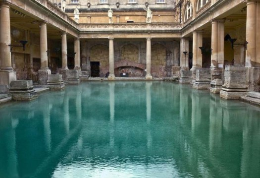 Schwimmbecken einer römischen Therme im englischen Bath(Tonywieczorek, Wikimedia Commons, gemeinfrei)