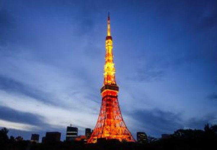 Tokyo Tower saat malam hari