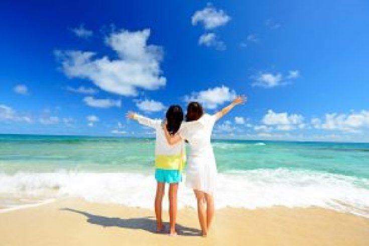 Suasana di pantai saat musim panas di Jepang