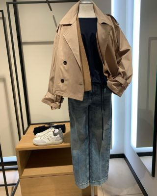 #camel trifft Marine und helle jeanswaschung #drykorn trifft someday Trench 149.99€ Shirt 79.95€ Jeans 139.95€ Strickjacke 169.95€ Sneaker 129.95€